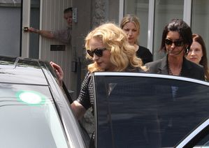 20130723-news-madonna-david-collins-funeral-monkst-copie-10.jpg