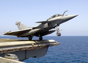 Dassault-Rafale-version-navalisee-sur-le-porte-avions-Char.jpg