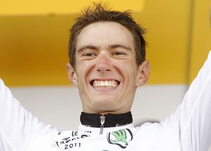 e-rolland-of-france-smiles-on-the-podium-du-maillot-blanc-P