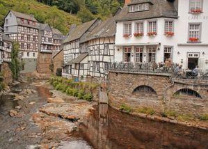 4.casitas-tipicas-de-monschau-y-rio-2.jpg