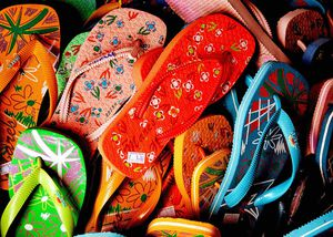 1024px-Flip_flops_-_just_pick_one_up.jpg