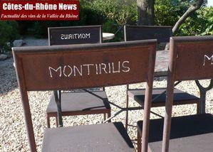 montiriusverticaleblancs_chaises.jpg