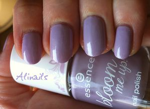 Essence Bloom me up violet 3