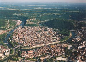 http://img.over-blog.com/300x216/5/05/88/06/Besancon_boucle_Doubs.jpg