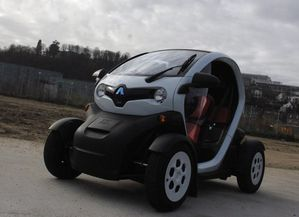 essai du renault electrique urbain twizy tv. Black Bedroom Furniture Sets. Home Design Ideas