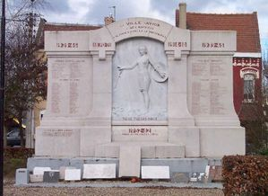 Avion-monument-aux-morts.jpg