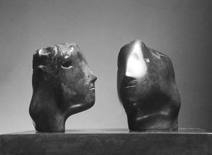 Moore A28 (1976 Têtes jumelles bronze 16 cm helsinki)