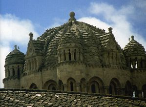 Cathedrale---Zamora---XIIe---coupole-byzantine-d-ecaille.jpg