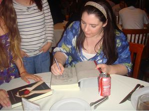 stephenie meyer dining with fans 3