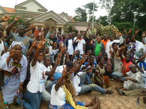 jfpi-nettoie-la-residence-de-Gbagbo-a-mama-10-aout-2013.PNG