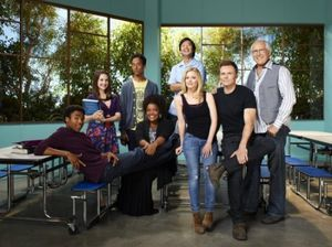 community-nbc-season2-cast-17-550x411.jpg