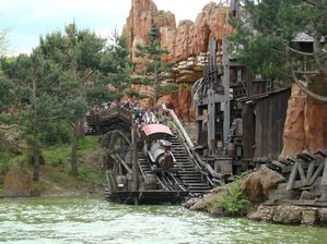 Disneyland Paris train mine (2)