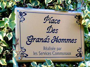 http://img.over-blog.com/300x224/0/50/73/23/2009-bis/place-des-grands-hommes.jpg