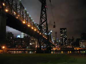 Queensboro_Bridge_at_Night.jpg