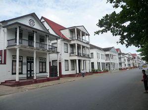 rue créole au Suriname