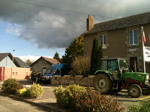 20 OCT 2011 NDDL un tracteur-copie-1