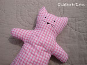 doudou-chat-rose-2.jpg