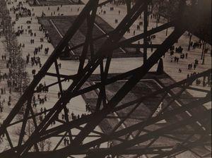 llse-Bing-La-champs-de-mars-vu-de-la-tour-Eiffei-1931.jpg