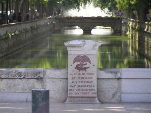 normal nimes-canal-plaque-commemorative-innondation-1988 (1