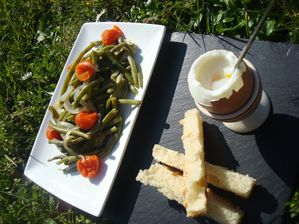 Haricots-verts-a-l-italienne-et-oeuf-a-la-coque--3-.JPG