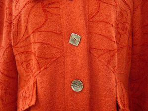 Manteau orange détail