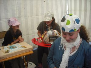 http://img.over-blog.com/300x224/4/08/81/60/Ouvrages-divers/2012-08-casquettes-Edwige.JPG