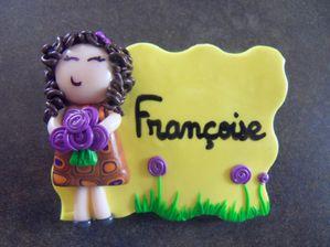 Badge fimo tite brunette et bouquet FRANCOISE