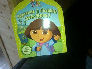 Dora-t-apprend-a-t-habiller-.Heu-pas-vraiment.jpg
