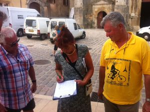 -120811101516-_11-aout-petitions-Avallon.jpg