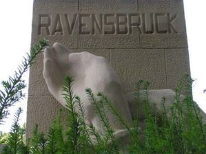 normal_memorial-ravensbruck.JPG