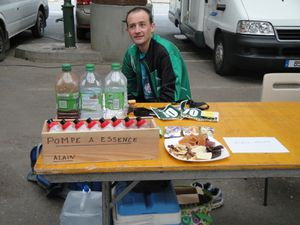 24h-Brive-2012---table-ravitaillement.JPG