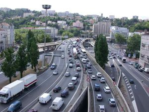 http://img.over-blog.com/300x225/0/12/68/34/paysages-lyon/copie-1-ech.--toiture-vue-w.jpg