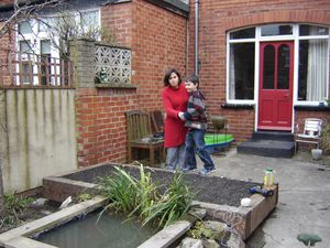 Robin-s-raised-bed-and-pond-April-2010-002.JPG
