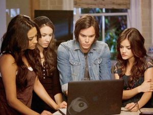 pretty-little-liars-a-hot-piece-of-a-3-480x360.jpg