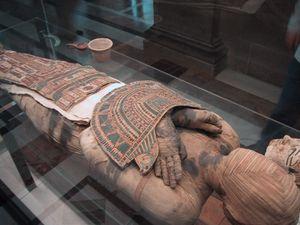 Mummy_Louvre.jpg