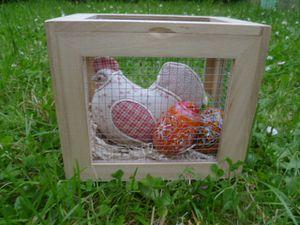 Poule dans sa cage