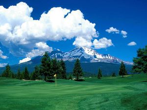 fond-ecran-golf-en-montagne