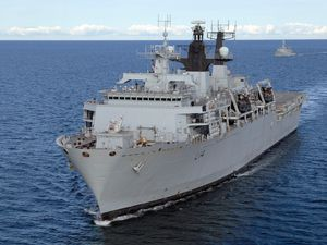 HmsAlbion-Uk080901.jpg