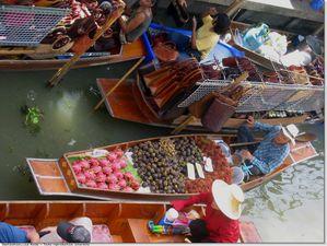 Thailande-marche-flottant-artisanat-fruits-ag.jpg