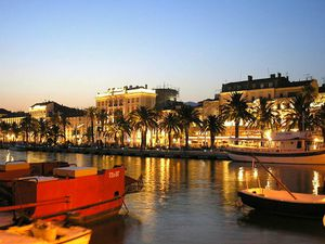 800px-Croatia - Split - Riva under night