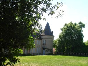 Thostes---Cote-d-Or---La-cour-du-chateau.jpg
