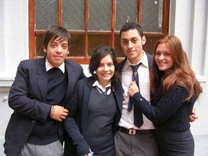 uniforme-escolar-chileno-discriminacion-velo-islamico.jpg
