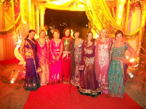 2012-11-India-Wedding-Girls-copie-2.JPG