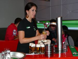 Heineken barmaid