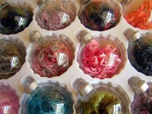 diy-glass-christmas-tree-ornaments-8-500x375.jpg