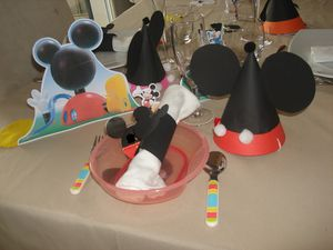 d coration anniversaire th me mickey. Black Bedroom Furniture Sets. Home Design Ideas