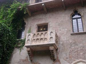 800px-Verona_-_Juliet_Balcony.jpg