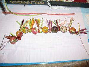 collier-perles-en-bois-et-fleurs-collees-assorti--copie-1.jpg