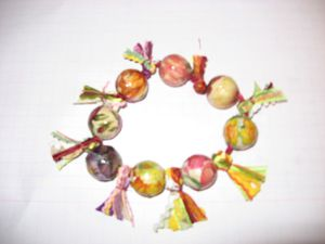 collier-perles-en-bois-et-fleurs-collees-assorti--copie-3.jpg