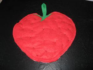 manique-en-feutrine-en-forme-de-fraise-003.jpg